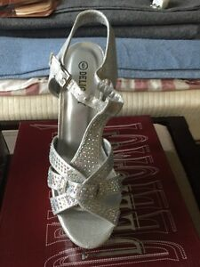 Brand new size 6 high heels