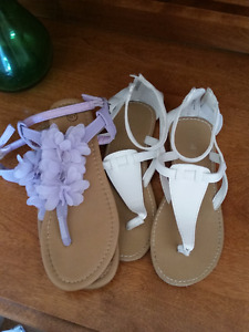 Girls summer sandals - like new!! $2 each pair Size 1-2
