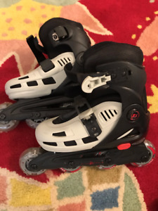 Child's adjustable roller blades including all pads, size 12-2