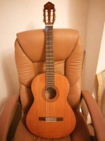 Yamaha c40 classical guitar with soft case bag
