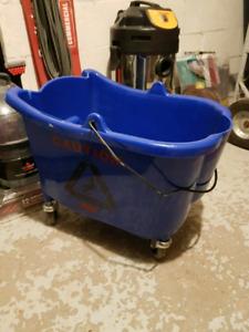 Seau et manches pour vadrouille commercial équipements ménage