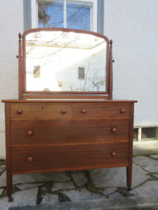 Attractive Antique (c1935) Dresser with Mirror & KEY