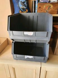 Stackable linbin crates