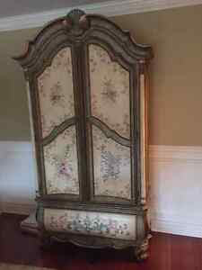 Beautiful armoire and matching coffee table West Island Greater Montréal image 3