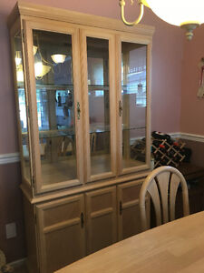 LIGHT WOOD CHINA CABINET HUTCH