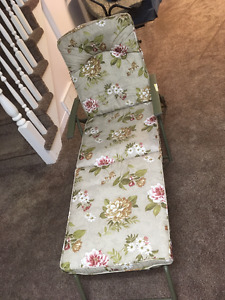 padded lawn chair