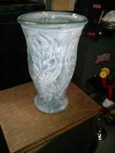Nice decorative glass vase.. Aprox 12 inch tall West Island Greater Montréal image 2