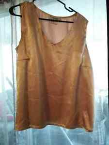size 18 soft gold color silk top London Ontario image 1