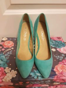 Aldo teal turquoise blue suede pumps in size 6