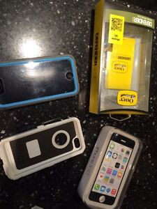 iPhone 5c 8 gb with defender otter box grey/ light blue/ white