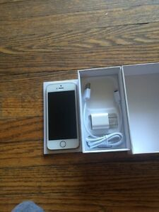 Gold iPhone 5s 16GB locked to Bell/Virgin