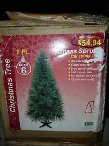 Christmas tree 7Ft PENDING TO PICK UP
