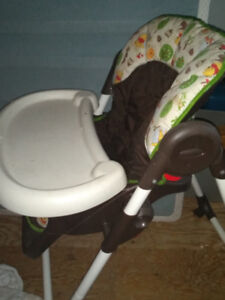 Graco high chair like new clean and no damage.