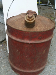 GAS CANS Vintage