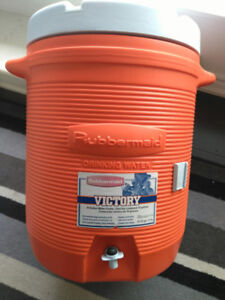 Rubbermaid drinking water container