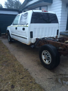 2002 GMC Sierra 1500HD 4x4 SLE good rolling Chassis