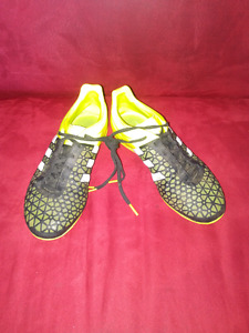 Indoor soccer shoes boys 5