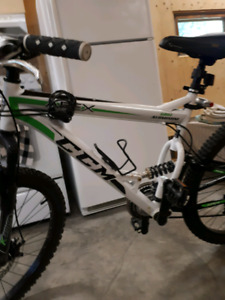 CCM MOUNTAIN BIKE