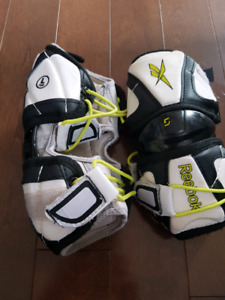 Elbow pads