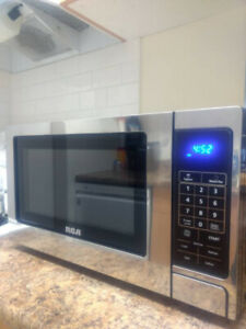 RCA 0.7 cu.ft Stainless Design Microwave RMW727 never used