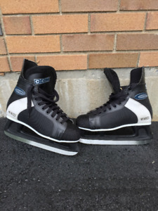 Men size 10 Hockey Skates - CCM Intruder