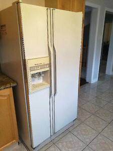 Kitchenaid Side by Side White Fridge with Water/Ice Dispenser