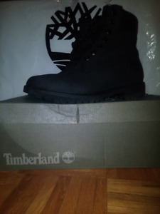 9.5 Mens Black Timberland with box $180CAD