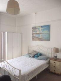 Light & Comfortable Double Room Close to City Centre/Uni/Trains