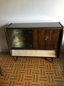 Armoires retro vintage/ bar and record player/tourne disque