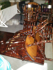 Solid wood table with 6 chairs London Ontario image 3