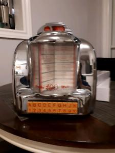 Vintage am/FM radio cassette player
