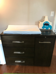 Dresser/Change table