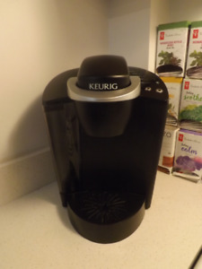 Keurig with K-Cup Holder Like New! (used)