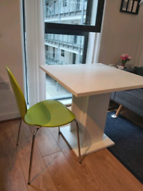 Table and chairs (available also separately)