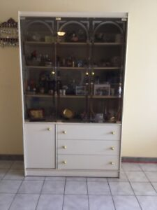 Hutches & Display Cabinets