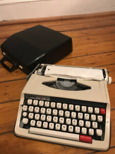 Brother Type Writer & Case
