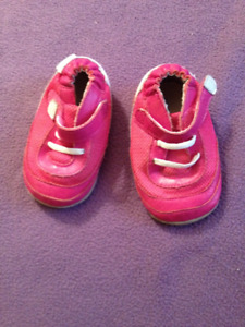 Baby Girls Robeez mini-shoes- pink size 4 sneakers