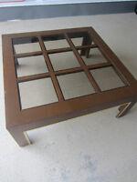 """Table de salon carrée en bois 39"""" par 16"""" avec 9 vitres de 10"""""""