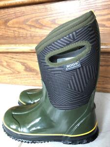 Boy BOGS winter boots size 4