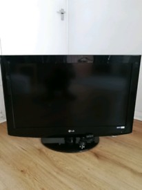 """Large screen Slim LG 32LH2000-ZA 32"""" 720p HD LCD Television with stand"""