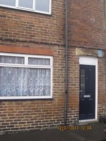 Cosy 2 bed family home Albert Street, Grange Villa (2)