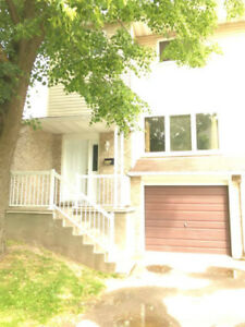 Gorgeous 4-Bedroom Townhouse for Rent in Waterloo