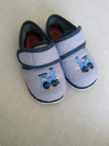 Foamtreads Boys Slippers Size 11