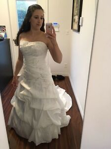 Ella Rosa Wedding Dress -size 10