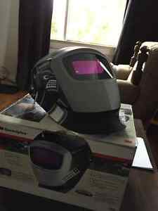 NEW STILL IN BOX auto darkening welding helmet