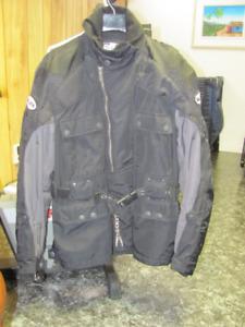 Ensemble veste et pantalon noir en nylon