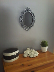 BLACK & WHITE DISTRESSED MIRROR