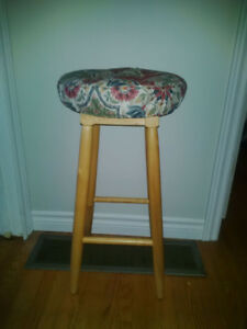 SOLID WOOD STOOL WITH REMOVABLE SEAT CUSHION & COVER