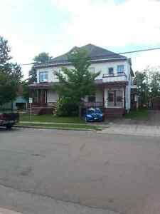 2 bedroom apt close to downtown