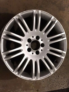 Selling 1 Mercedes rim in good condition - MOVING SALE
